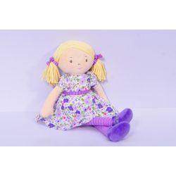 Peggy – Szőke haj/halványlila és rózsaszín ruhában, természetes pamutból
